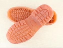 橡胶鞋底和水晶底的区别?